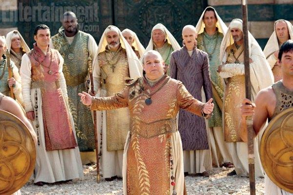 Personagens como o Spice King, Xaro Xhoan Daxos e Pyat Pree nos portões de Qarth.